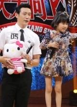 陆毅鲍蕾带女录节目 贝儿可爱举止萌翻全场