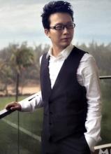 李玉刚时尚儒雅写真