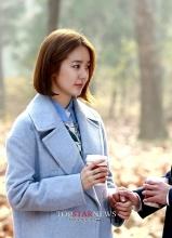 未来的选择第十三集剧照 郑容和牵手尹恩惠