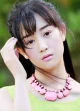 鹿鼎记张檬小清新写真 粉红淡妆显气质