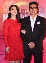 李湘与老公王岳伦甜蜜亮相 众女星爆乳抢镜