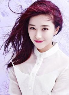 阚清子清爽写真 红发白衬衫散发迷人气息