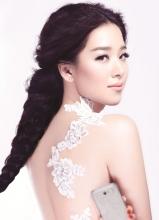 阚清子登杂志封面 笑容甜美宛若小仙女