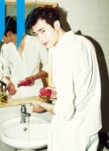 李钟硕浴室私密杂志写真 可爱卖萌清新帅气
