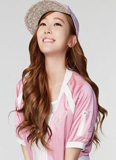 郑秀妍清纯甜美气质写真 鸭舌帽更添迷人魅力