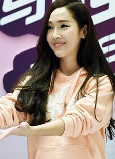 Jessica李宁南京场见面签售会 现场与粉丝大玩自拍互动
