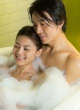 郑伊健周秀娜鸳鸯浴 半裸亲密嬉戏