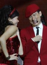 张学友珠海演唱会逗趣女伴舞