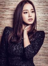 韩星金泰熙时尚优雅写真 黑色裙装酷帅十足