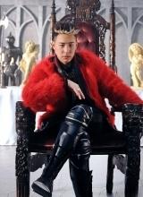 潘玮柏新专辑写真曝光 红色大衣尽显王者风范