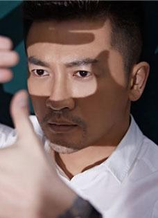 《左耳》导演苏有朋文艺写真曝光 岁月沉淀时尚型男
