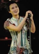 李宇春上海演唱会 几度激动飙泪