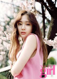 f(x)成员Krystal郑秀晶最新春日少女写真华丽变身春姑娘