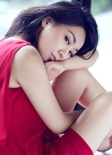 闫妮浪漫演绎温婉女人 气质迷人动人写真