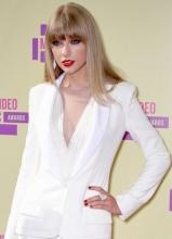 泰勒·斯威夫特性感红唇亮相MTV音乐电视颁奖礼