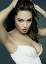 安吉丽娜·朱莉切除乳腺进行乳房改造