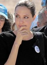 联合国亲善大使安吉丽娜·朱莉探望难民