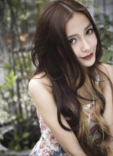 Angelababy最新美艳写真 复古红唇显甜美