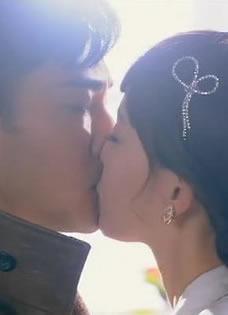 刘恺威唐嫣吻戏曝光 激情舌吻没在怕