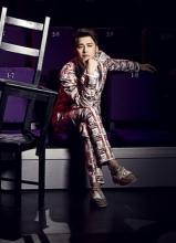 李易峰花色西装时尚写真 神情冷峻显轻熟男魅力
