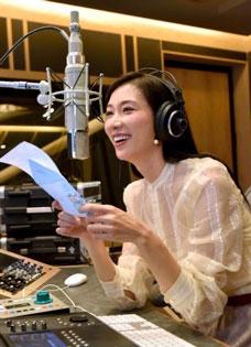 林志玲录制关爱母亲MV 身着透视装性感若隐若现