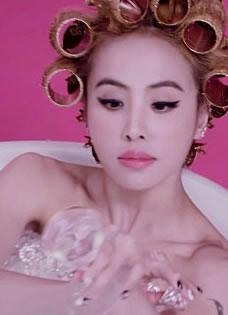 PLAY我呸MV曝花絮 蔡依林裸身泡澡夺眼球