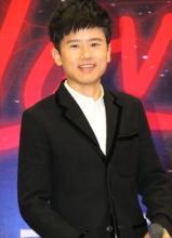 张杰亮相广州演唱会新闻发布会 帅气十足