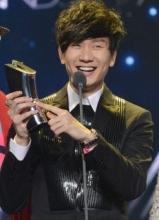 林俊杰获音乐V榜年度盛典 最佳男歌手