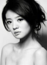 安以轩黑白写真