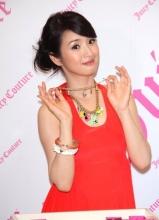 林依晨烈焰红裙秀香肩 称惦记偶像陈晓东