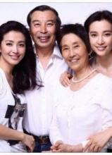 李冰冰晒罕见全家福 和妹妹似双胞胎