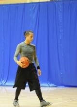 邓超邀赖声川打篮球图