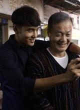 给爸爸的照片曝阮经天剧照 微电影演绎父子情深