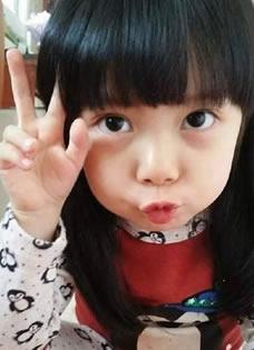 韩国女孩神似宋智孝 网络走红萌态十足
