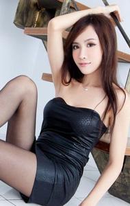 黑色抹胸丝袜美女 极尽挑逗意味