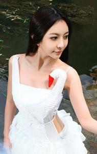 白天鹅裙子清纯少女 优雅高贵似仙子
