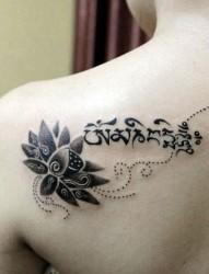 时尚个性梵文纹身