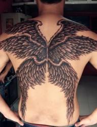 时尚霸气的满背天使翅膀纹身