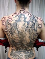 满背时尚的天使纹身