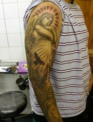 个性时尚的天使花臂纹身