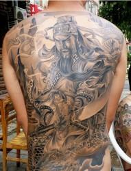 帅气的男人 满背关公纹身