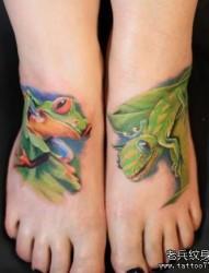 独角兽纹身图片:一张腿部彩色3D独角兽玫瑰花纹身图案