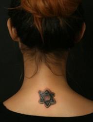 小巧个性的六芒星纹身