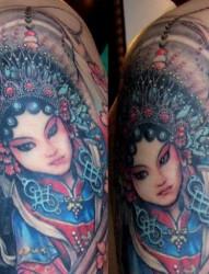 小臂上一张精致的象神纹身图案