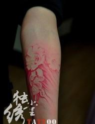 女人手臂漂亮的彩色罂粟花纹身图片