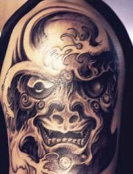 手腕一幅时尚经典的藏文手链纹身图片