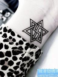 女性手腕六芒星纹身图案