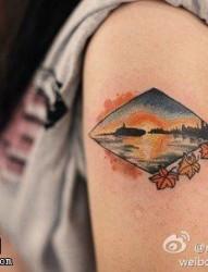 最好的纹身馆推荐一款手臂荷花纹身图案