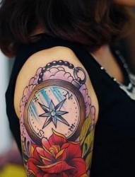 女性手臂彩色独角兽纹身图案