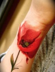 小臂时尚的花朵纹身
